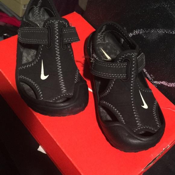59542b60e1ebf Nike toddler water shoe sandals. M 5b0ac4d99a9455f10809bf94